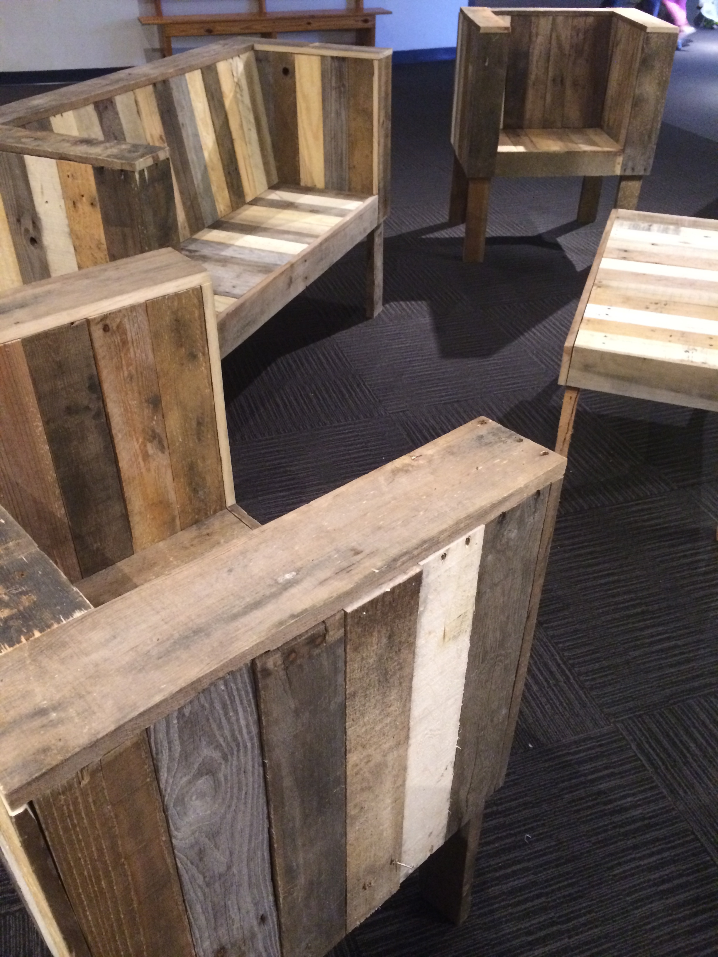 Wood pallet furniture you will love for What to make out of those old wood pallets