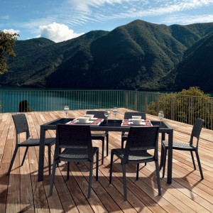 Outdoor Dining Sets Strong Enough for Commercial Use
