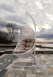 Casual Style: Hanging Chairs and Swings