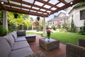 How to Take Care of Your Outdoor Furniture in the Winter (Infographic)