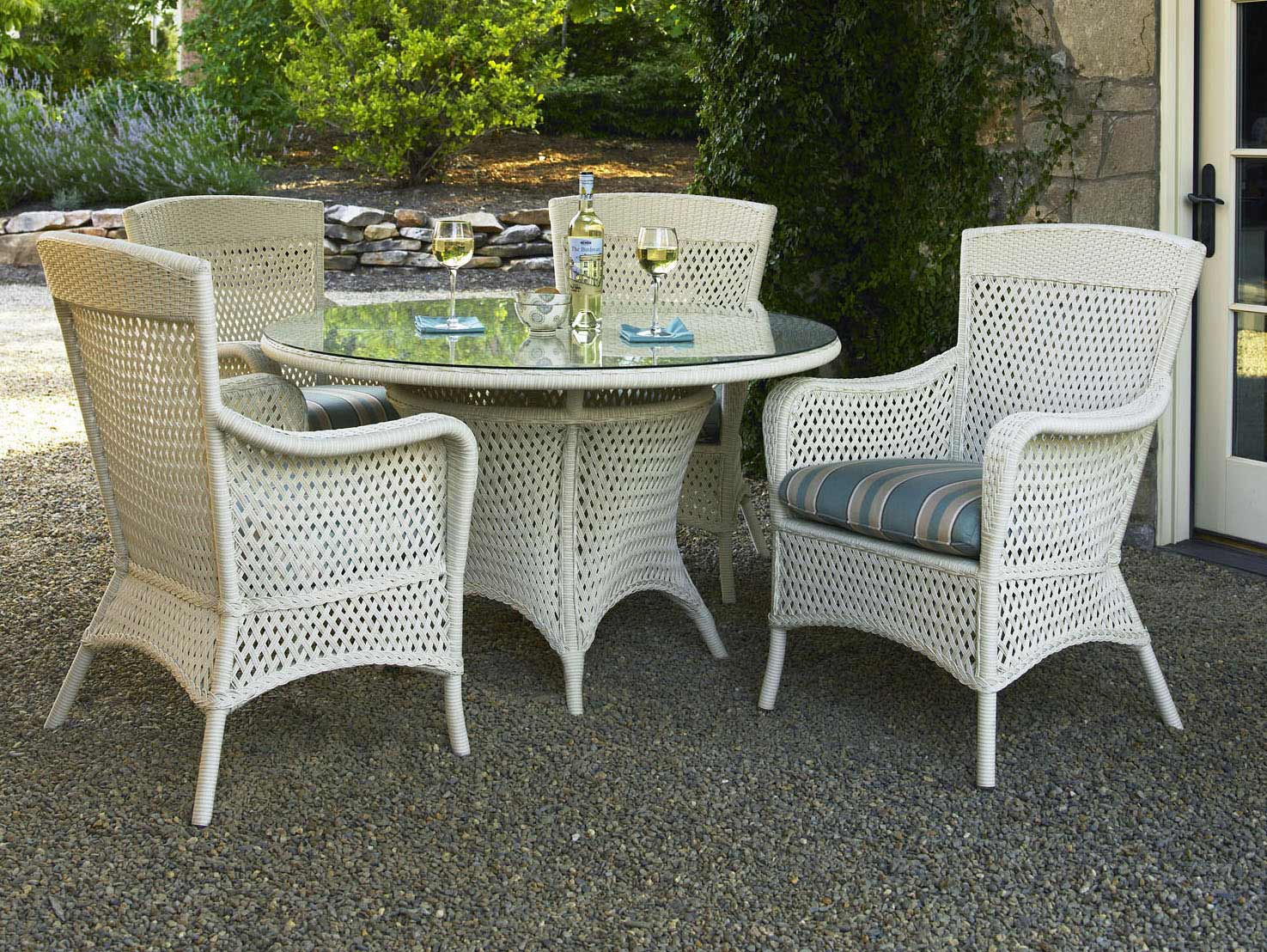 lloyd flanders grand traverse wicker outdoor round table dining set
