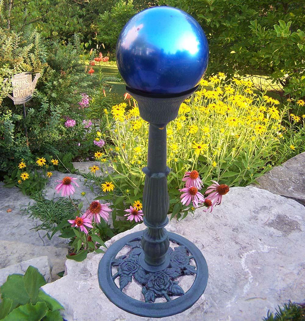 Oakland Living Mississippi Blue Gazing Ball On Cast Iron