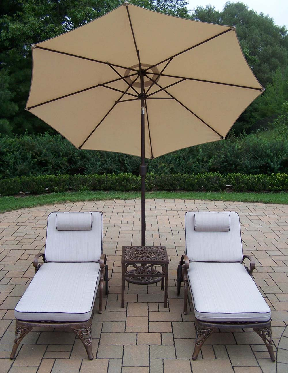 Choose Elite Cushioned Lounges Side Table Umbrella Product Photo