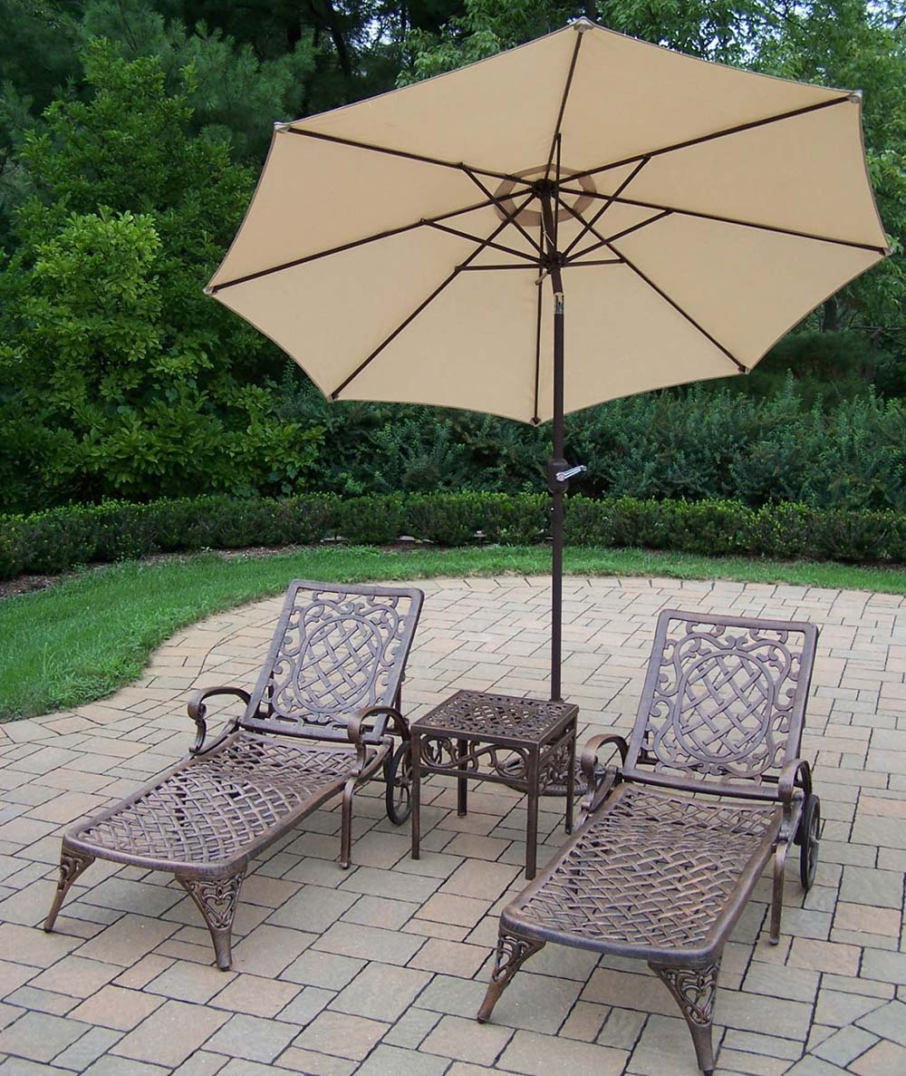 Mississippi Chaise Lounge: Table, Umbrella & Stand