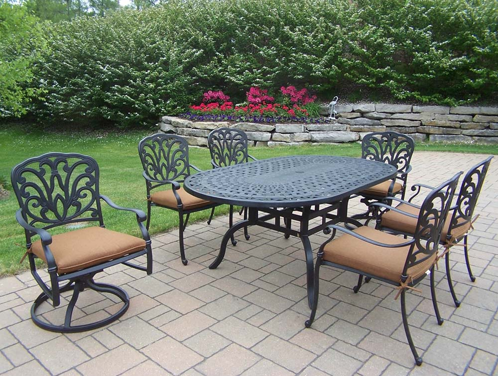Amazing Black Hampton Oval Dining Set Cushions Product Photo
